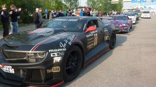 Gumball 3000 -autoja Turun satamassa.