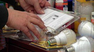 Led-valojen pakkauksia lähikuvassa.