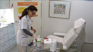 Sairaanhoitaja apteekissa