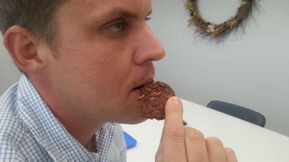 Jauhomadoista tehty suklaakeksi.