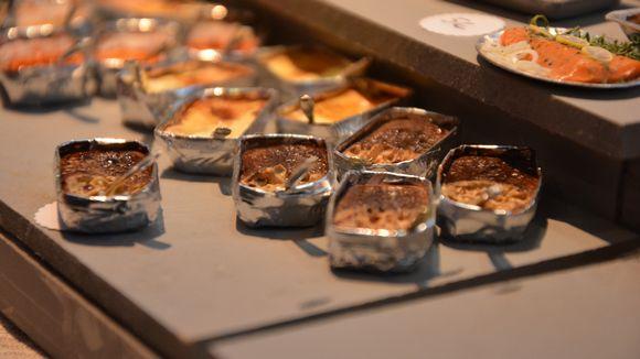 Nukkekodin jouluruokaa nukkekotijoulumarkkinoilla Turussa.