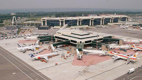 Milanon Malpensan lentokenttä evakuoitiin perheriidan vuoksi | Yle Uutiset | yle.fi