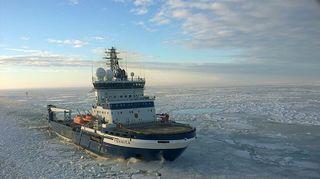 Jäänmurtaja Fennica merellä.