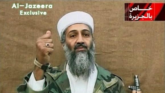 Osama bin Laden Al Jazeera-televisiokanavan kuvassa.