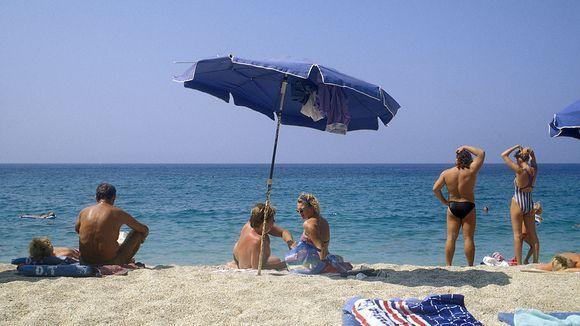 Auringonpalvominen ja etenkin ihon polttaminen altistavat melanoomalle.