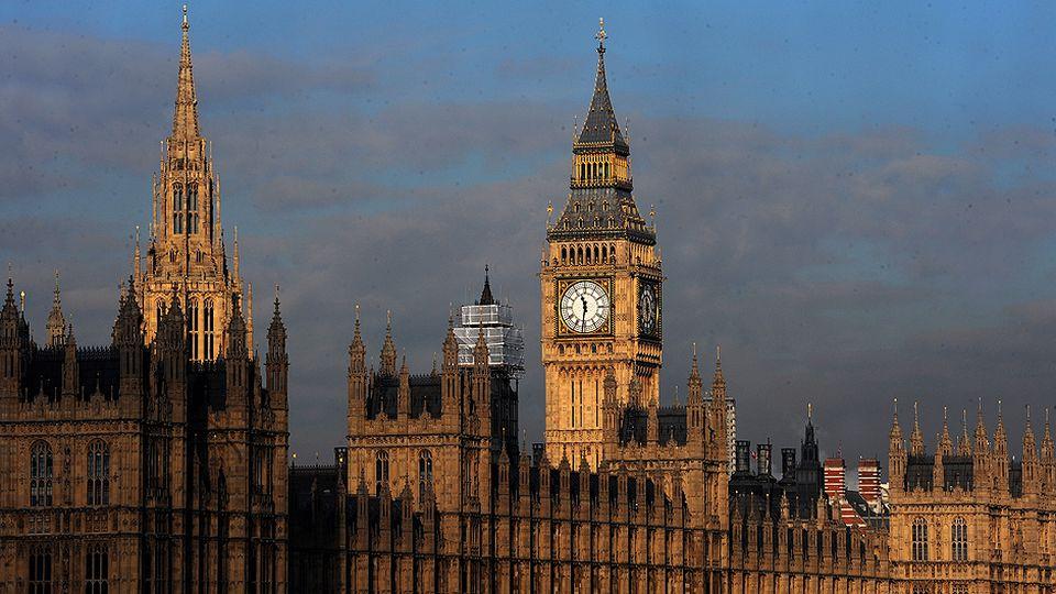 http://img.yle.fi/uutiset/ulkomaat/article6573008.ece/ALTERNATES/w960/britannia%20parlamentti%20lontoo%20big%20ben%2050667176.jpg
