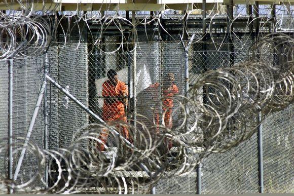 Vankeja Guantanamossa tammikuussa 2002.