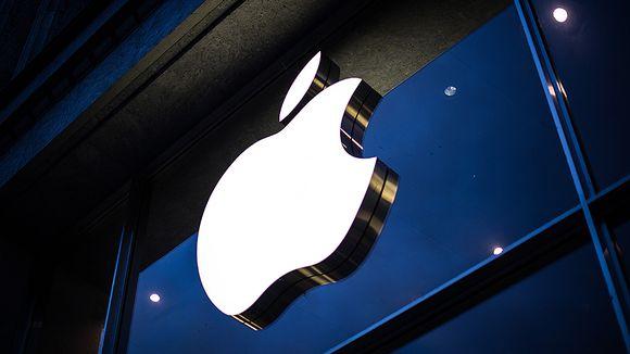 Applen logo yhtiön myymälän julkisivussa Hampurissa.