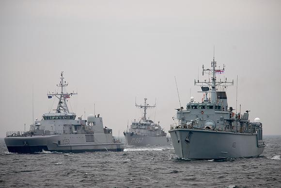Naton jäsenmaiden aluksia sotaharjoituksissa Gdynian edustalla Puolassa 2. marraskuuta 2013.