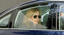 Prinsessa Christina auton takapenkillä.