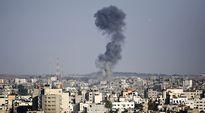 Ilmaiskun aiheuttama savupilvi Gazan yllä.