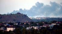 Taistelun aiheuttamaa savua lähellä Donetskia.