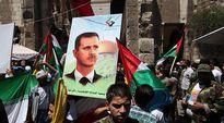 Bashar al-Assadin kuvakyltti väkijoukossa.