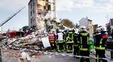 Video: Pelastustyöntekijöitä sortuneen kerrostalon raunioilla Ranskassa.