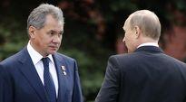 Venäjän puolustusministeri Sergei Shoigun. Oikealla Venäjän presidentti Vladimir Putin.