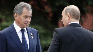 Venäjän puolustusministeri Sergei Šoigu. Oikealla Venäjän presidentti Vladimir Putin.