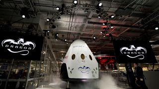 SpaceX-yrityksen Dragon V2-avaruusalus.