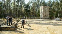 Arkeologeja kaivauksilla Sobibórin keskitysleirialueella Itä-Puolassa 18. syyskuuta 2014. Kansainvälinen tutkimusryhmä löysi kaasukammioiden tarkan sijaintipaikan.