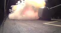 Video: Yhdysvaltain laivaston ohjusristeilijä USS Arleigh Burkella kuvatulla videolla näkyy, miten Yhdysvallat laukaisee useita Tomahawk-risteilyohjuksia ISIS-järjestön asemiin.
