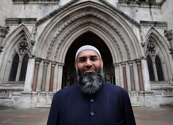 Muslimisaarnaaja Anjem Choudary vuonna 2012.