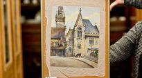 """Hitlerin huutokaupassa myyty akvarellimaalaus oli nimeltään """"Standesamt und Altes Rathaus München""""."""