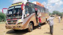 Keniassa kaapattu linja-auto kuvattuna Manderassa.
