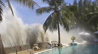 Tsunami-aalto iski tapaninpäivänä 2004.