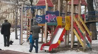 Lasten leikkipuisto Dnipropetrovskin kaupungissa Ukrainassa.