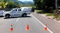 Poliisi on sulkenut kadun Manoorassa sijaitsevan talon kohdalla.