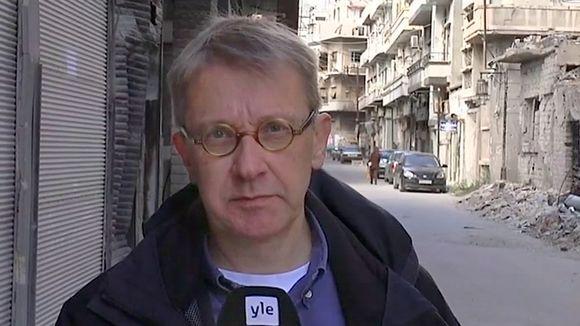 Video: Yle Uutisten toimittaja Tom Kankkonen Homsin kaupungissa Syyriassa.