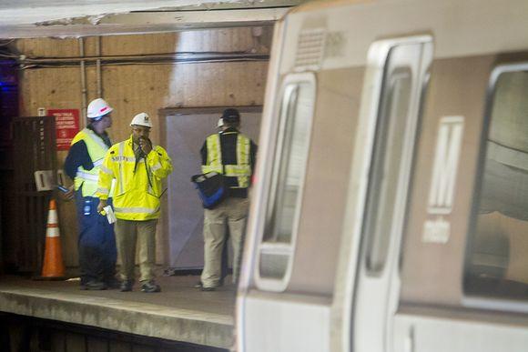 Savun lähdettä selvitetään metrotunnelissa.