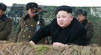 Pohjois-Korean johtaja Kim Jong-un armeijan harjoituspaikalla.