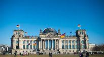 Saksan parlamentti, Bundestag, keväisessä kuvassa.