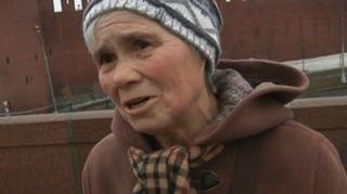 Video: Nainen haastateltavana.