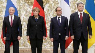 Presidentit Vladimir Putin, Petro Porošenko ja François Hollande sekä liittokansleri Angela Merkel.