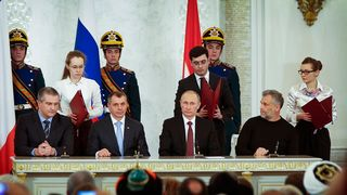 Putin ja Krimin johtajia pöydän takana.