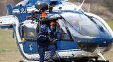 Helikopteri lähdössä Airbus-lentokoneen putoamispaikalle.