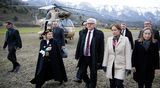 Saksan ulkoministeri Frank-Walter Steinmeier (keskellä) ja Ranskan ympäristöministeri Segolene Royal (toinen oikealta) vierailivat Seyneen perustettua onnettomuuskeskusta Ranskan alpeilla.