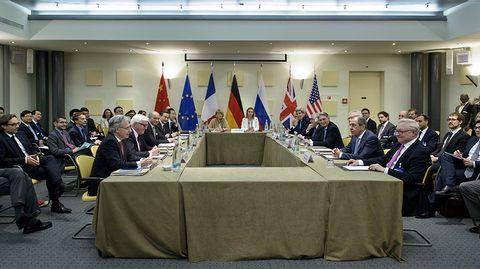 Neuvottelujen jatkumista odoteltiin Beau Rivage Palace Hotellissa, 29. maaliskuussa 2015 Lausannessa, Sveitsissä.