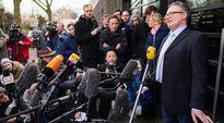 Valtionsyyttäjä Christoph Kumpa puhui median edustajille syyttäjäntoimiston edessä Düsseldorfissa, Saksassa maanantaina.
