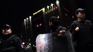 Turkin mellakkapoliisi piiritti Istanbulin oikeustaloa 31. maaliskuuta.