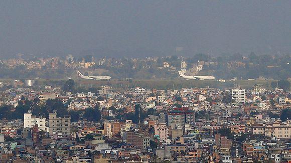 Tribhuvan kansainvälinen lentokenttä Kathmandussa avattin jälleen liikenteelle tänään 27. huhtikuuta.