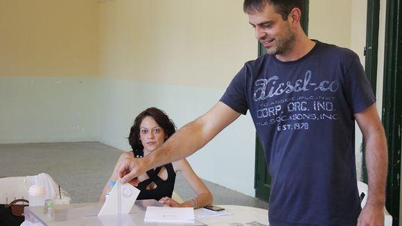 Sotiris Goniotakis äänestämässä.