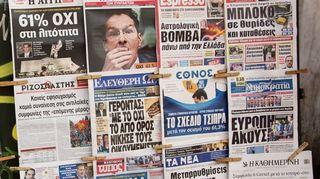 Kreikkalaisia sanomalehtiä 6. heinäkuuta 2015.