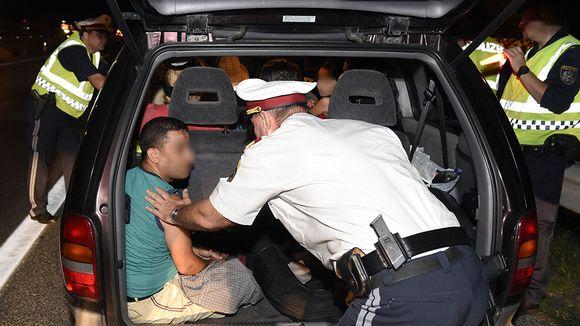 Ranskaan rekisteröidystä pakettiautosta löytyi sunnuntai-iltana 11 pakolaista lähellä Nickelsdorfia.