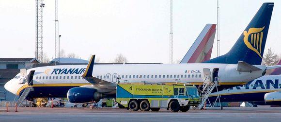 Ryanair Ruuma Laukku : Skavstan lentoasema evakuoitiin laukussa merkkej?