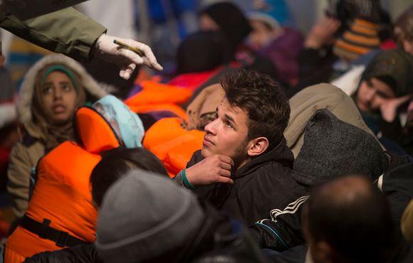 Turkin rannikkovartiosto rekisteröi turvapaikanhakijoita.