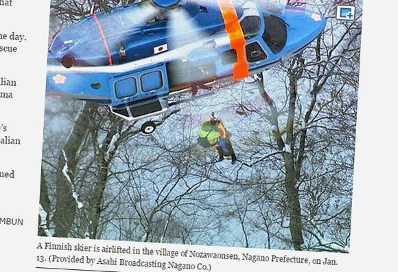 ihmistä nostetaan helikopteriin