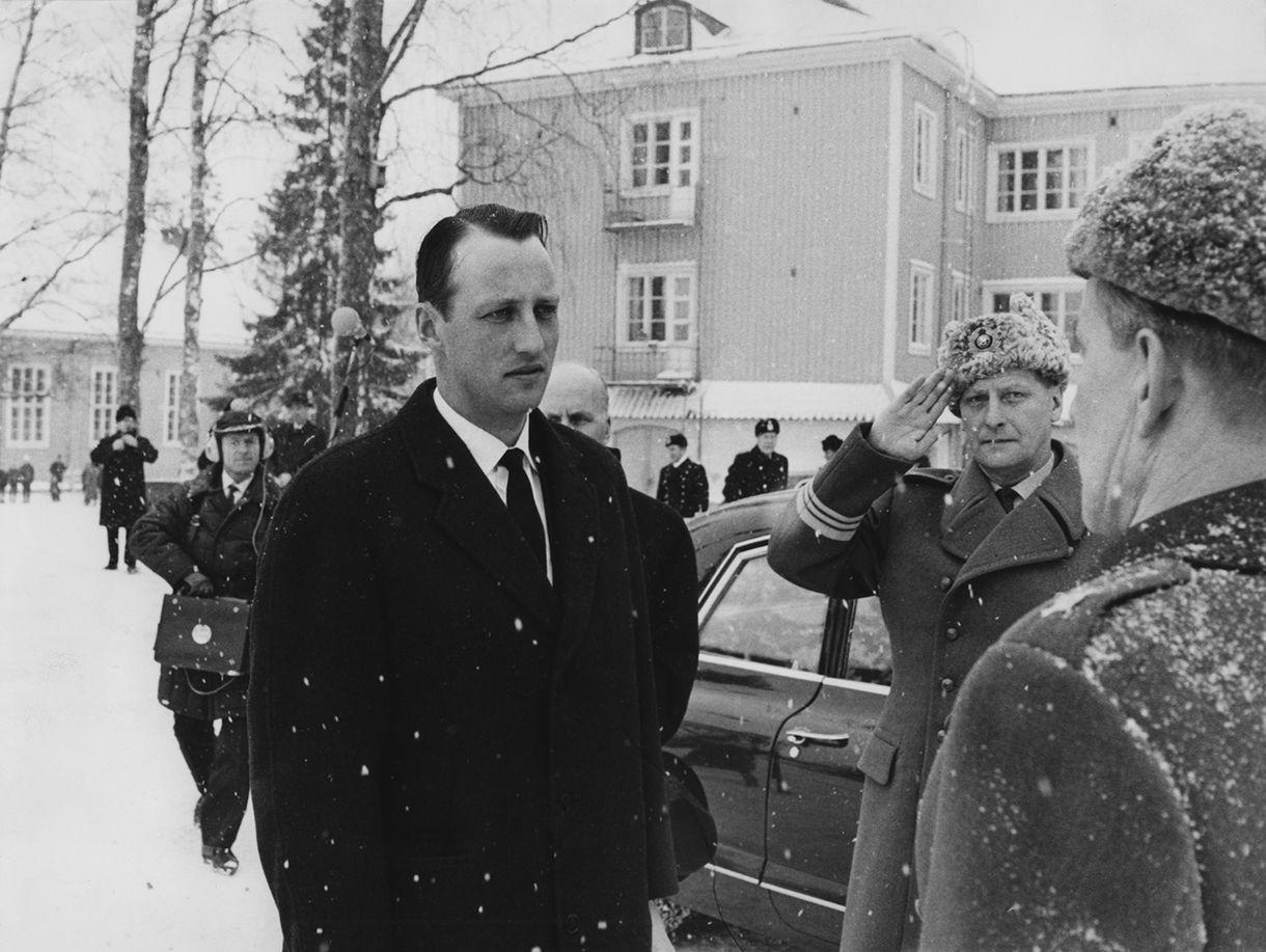 Harald tutustuu Tuusulan taistelukouluun 1967.