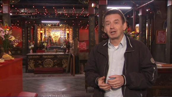 Video: Aasian-kirjeenvaihtaja Mika Mäkeläinen taiwanilaisessa temppelissä.